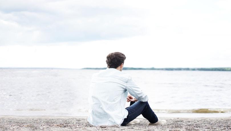 孤独を感じる男性